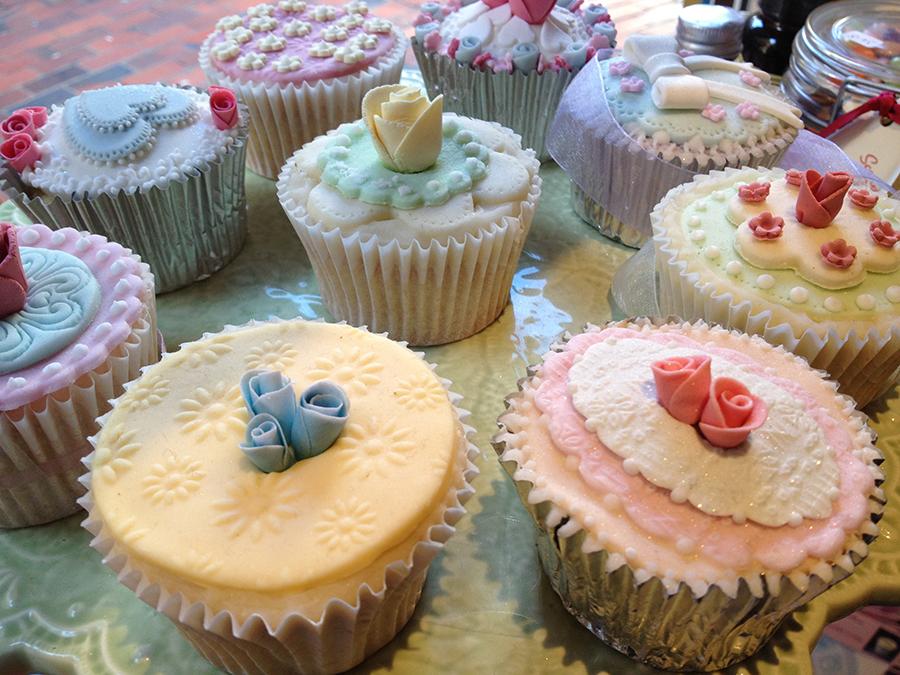 Chambre Bleu Beige Marron : Cupcake decorating in Brighton