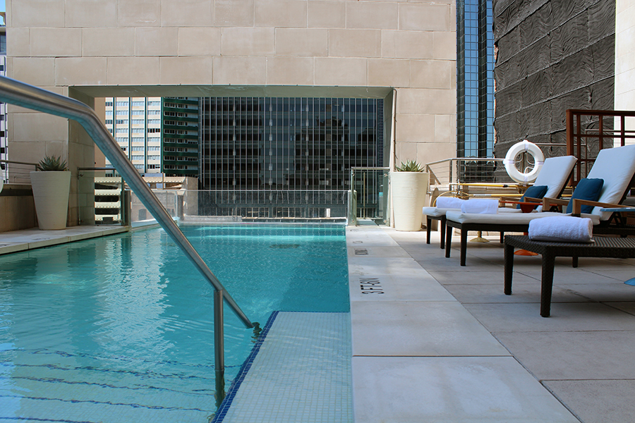 Rooftop swimming at the joule hotel in dallas a night of for Hotels in dallas with indoor pools
