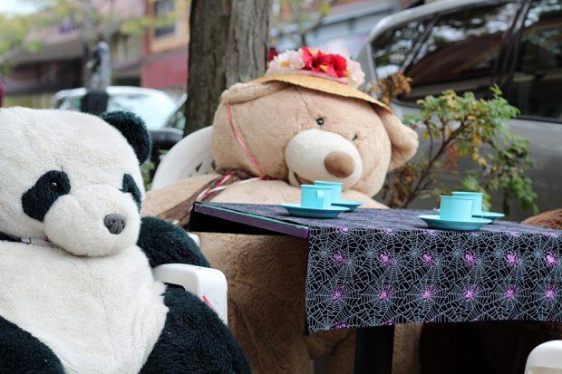 Sidewalk cafe in Rockport