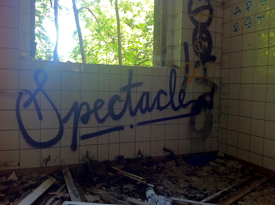 spectacle berlin graffiti
