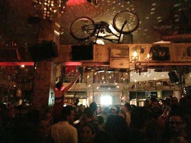 El Trece - hipster gay bar in San José