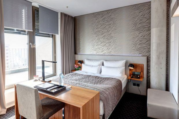 review cosmo hotel in berlin mitte. Black Bedroom Furniture Sets. Home Design Ideas